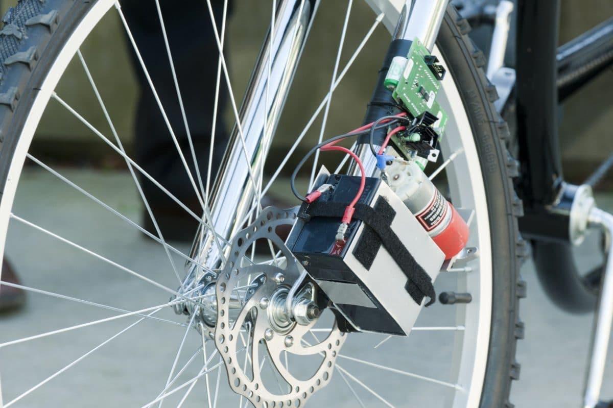 konzept f r drahtlose elektrische fahrradbremse vorgestellt bilder ebike. Black Bedroom Furniture Sets. Home Design Ideas