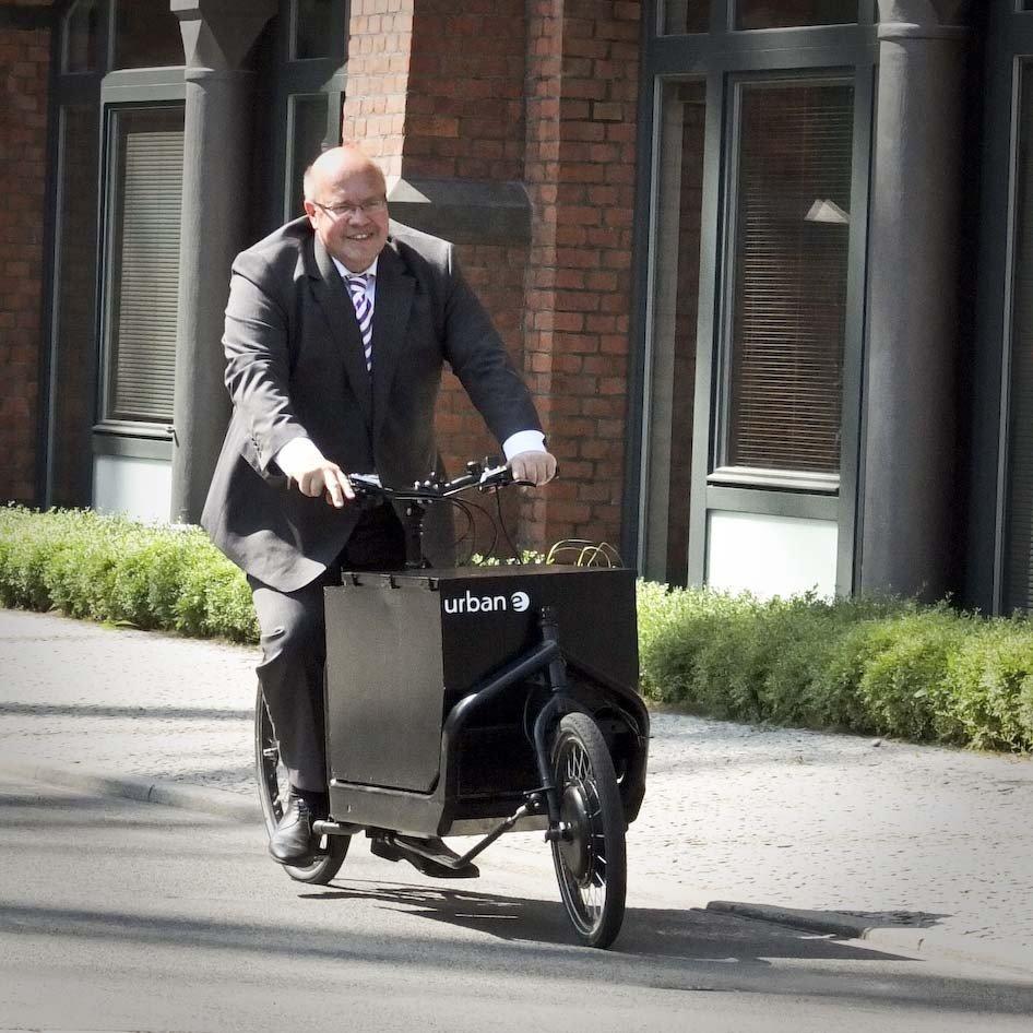Bundesumweltminister Peter Altmaier testet Lasten E Bike iBullitt (Fotostreck