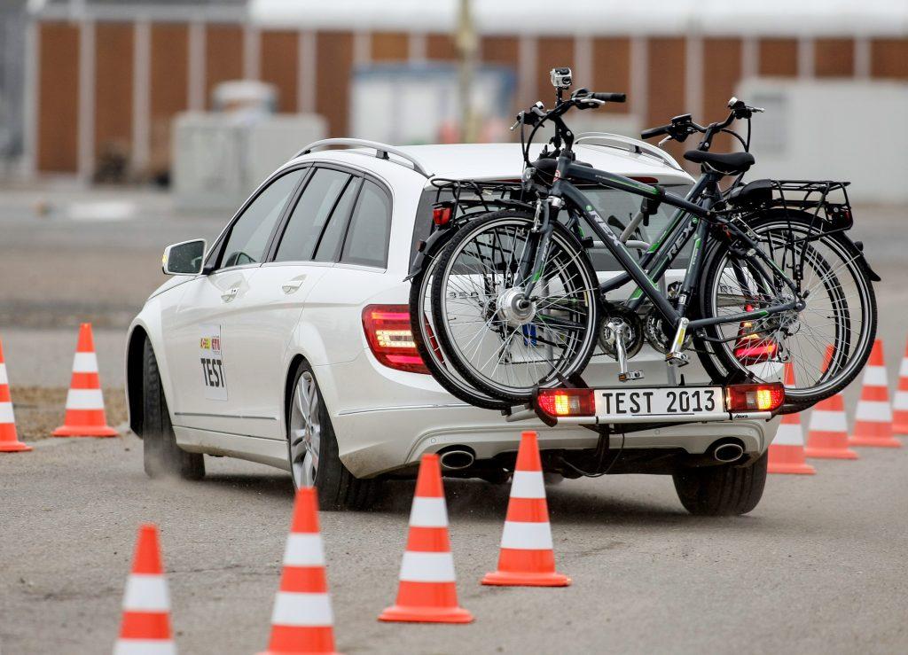 auto fahrradtr ger f r e bikes im test video ebike. Black Bedroom Furniture Sets. Home Design Ideas