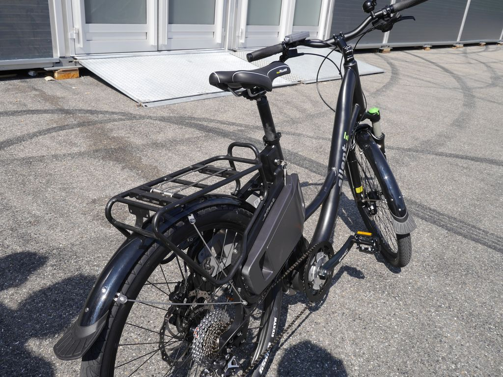 neue e bike marke silent e pedelecs silentwave und silentsurfer kommen mit acron mittelmotor. Black Bedroom Furniture Sets. Home Design Ideas