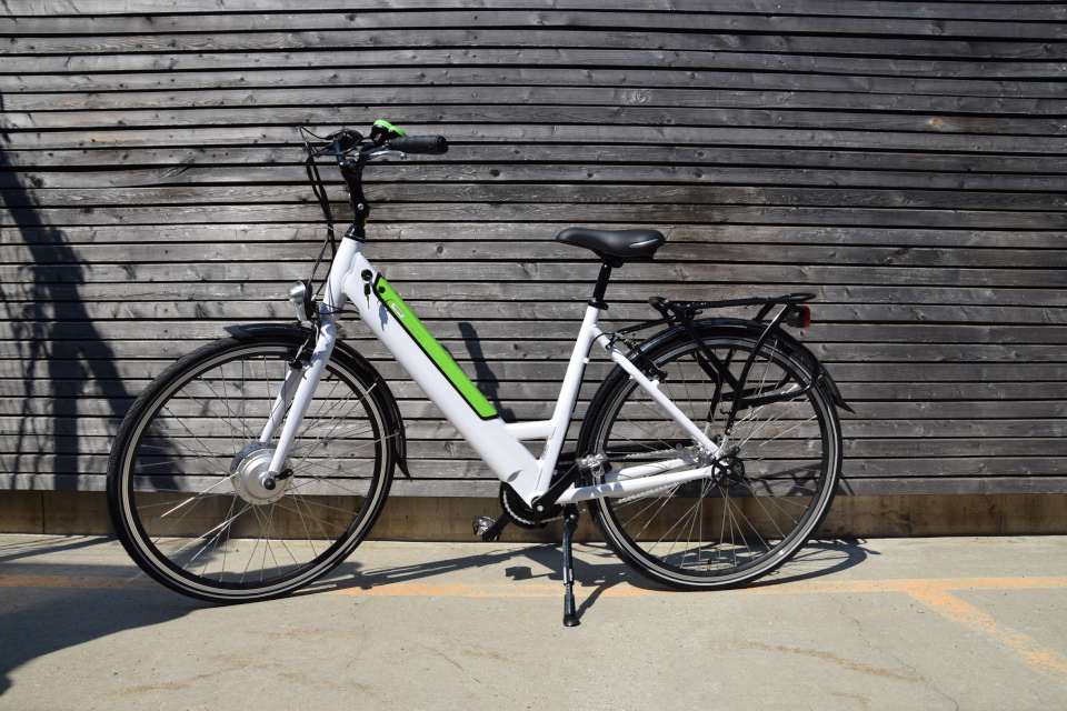 folkv nlig e bike von ikea mit vorderrad antrieb ebike. Black Bedroom Furniture Sets. Home Design Ideas