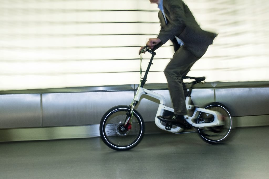 klever stellt faltbares e bike q25 mit bluetooth display. Black Bedroom Furniture Sets. Home Design Ideas