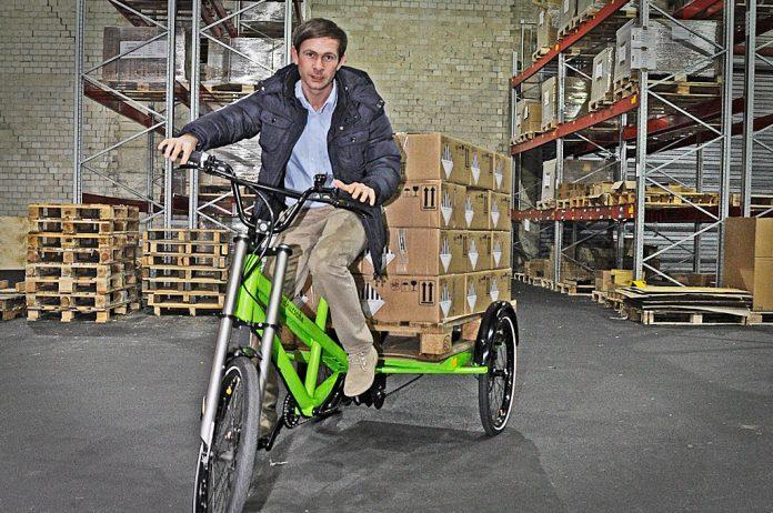 lasten e bike jewo liner transportiert europalette ebike. Black Bedroom Furniture Sets. Home Design Ideas