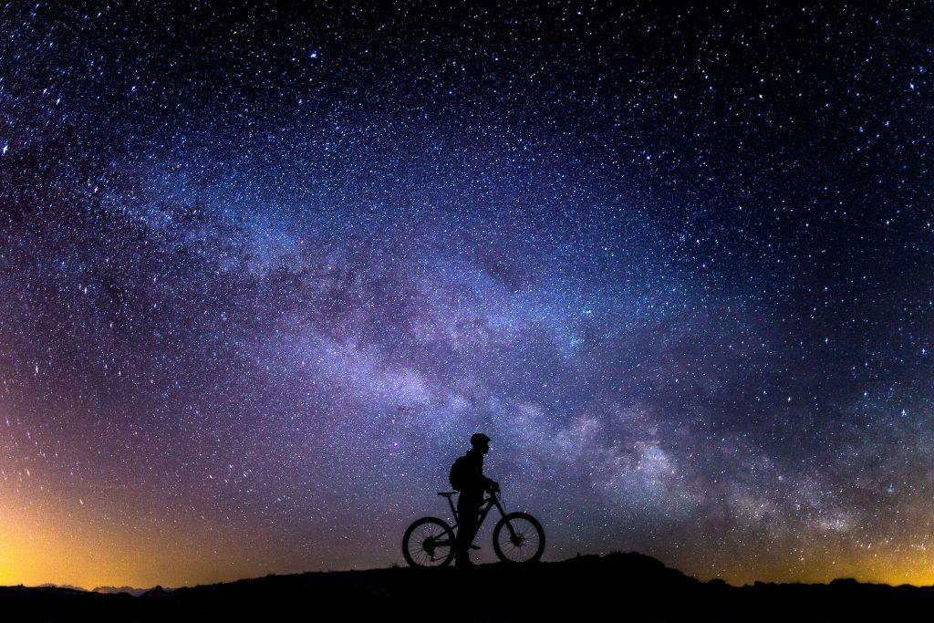 maxon Bikedrive: E-Bike in der Nacht