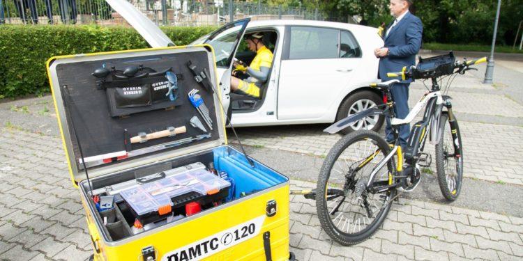 Das umfangreiche Werkzeug-Set wird im Anhänger transportiert