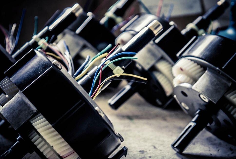 Innenleben des Bike+ Motors inklusive Verkabelung und Batterie
