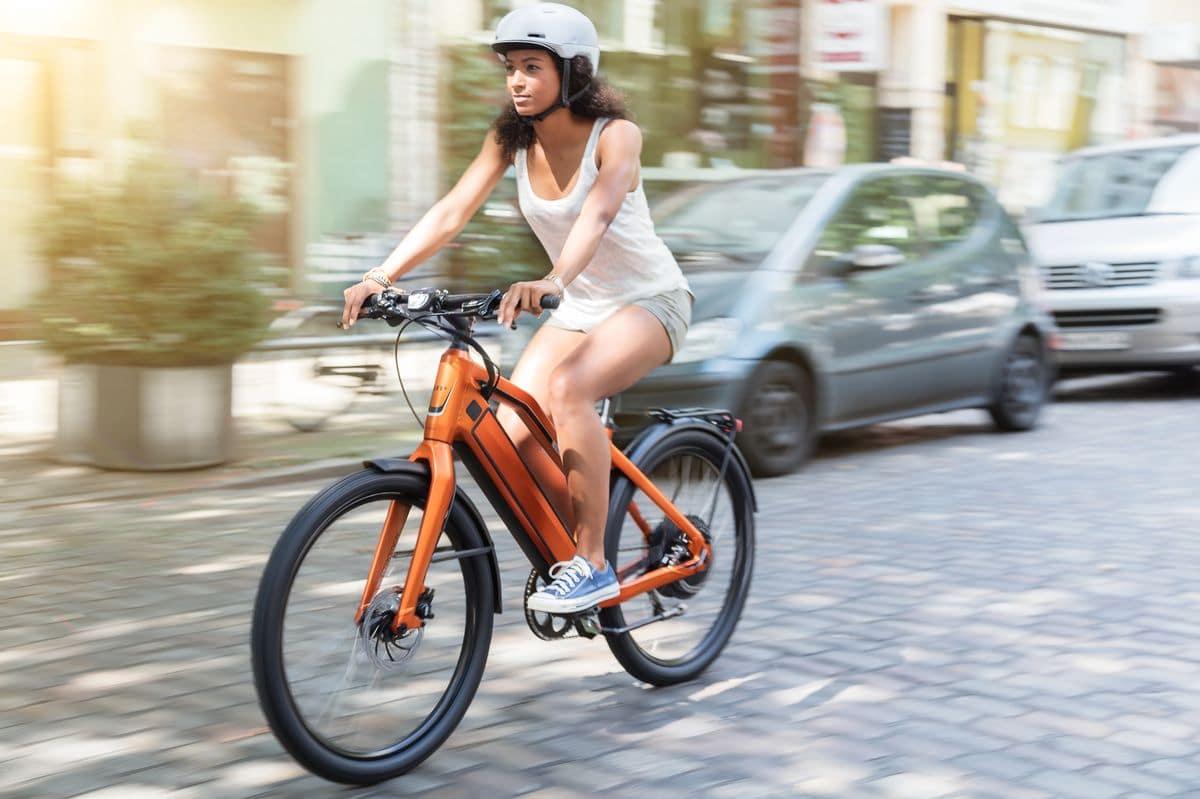 Fährt mit Technik der Premium e-Bikes