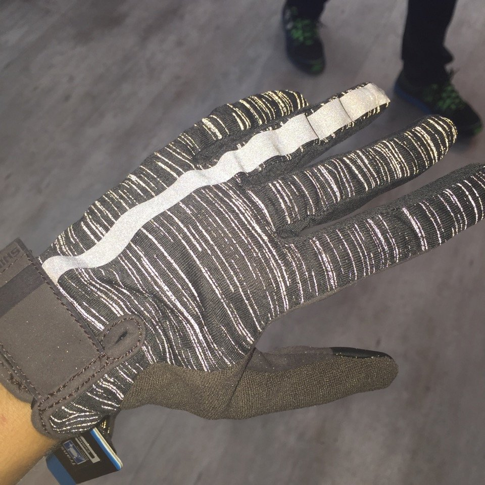 Shimano Handschuh im Dunkeln