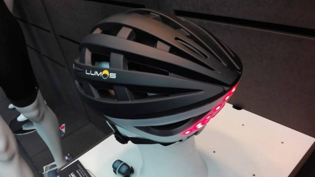 Der Lumos Helm Next Generation mit integrierten Lampen orientiert sich am Fahrradhelm-Look