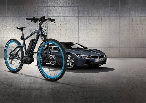 BMW e-Bike Cruise in Sonder-Lackierung lowres