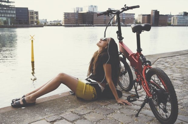 Dank Vollfederung braucht das Elektro Faltrad schlechte Straßen nicht fürchten