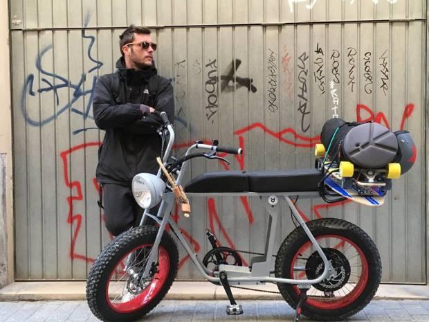Gepäckverteilung auf dem Moped e-Bike Moke