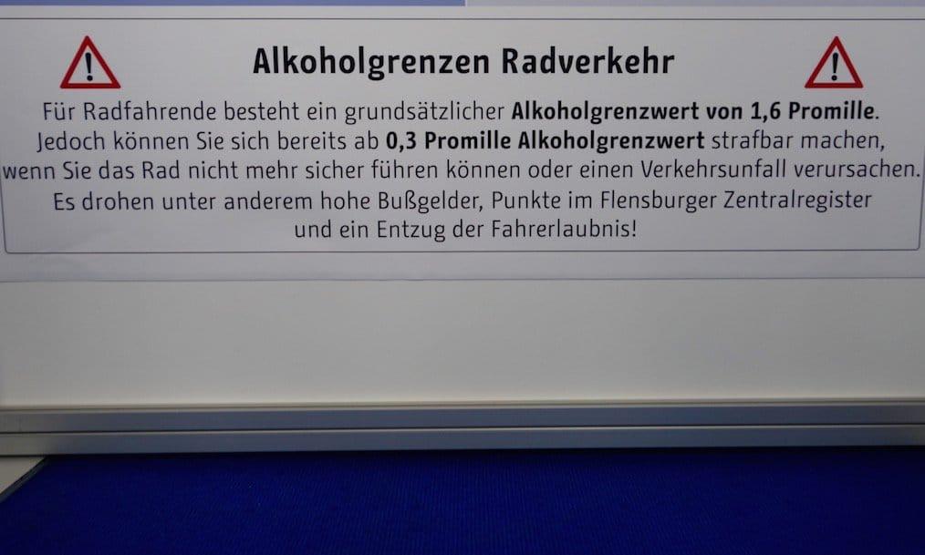 Schautafel der Polizei Berlin - Promillegrenze Alkohol e-Bike und Fahrrad