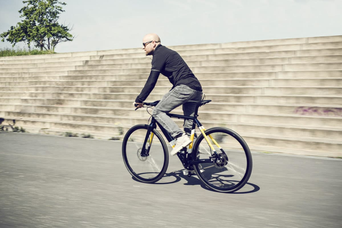 Schauspieler Jürgen Vogel fährt Single-Speed E-Bike Coboc ONE Berlin