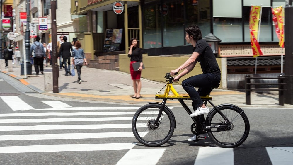 VanMoof Electrified X Urban e-Bike in den Straßen von Tokio
