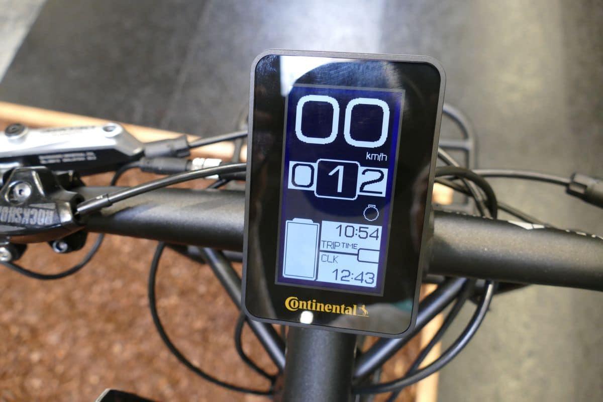 Display des Continental 48V e-Bike Motor zeigt Geschwindigkeit, Fahrstufe, Trip- und Ladestanddaten an
