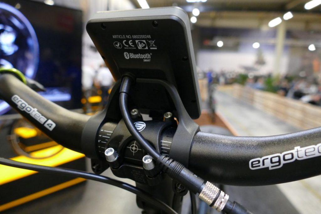 Stromversorgung und Bluetooth Verbindung über das Display