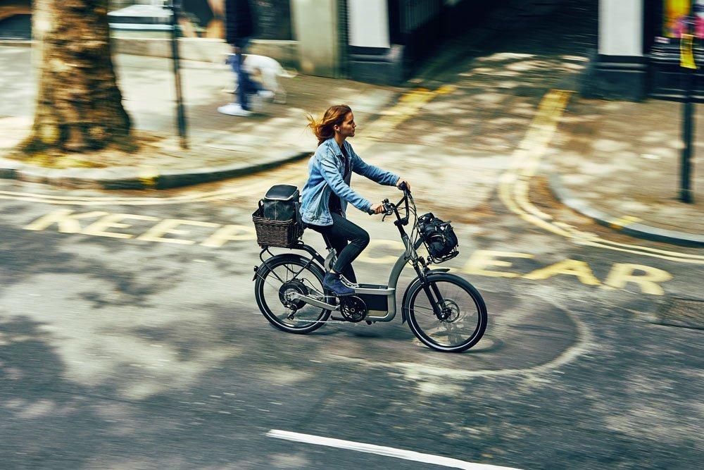 B Power unterwegs mit Einkauf Bild: Klever E-Bikes