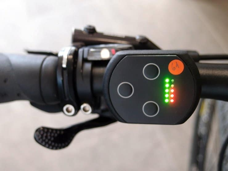 Daumenschalter und Anzeige am Vivax Optimo E-Mountainbike