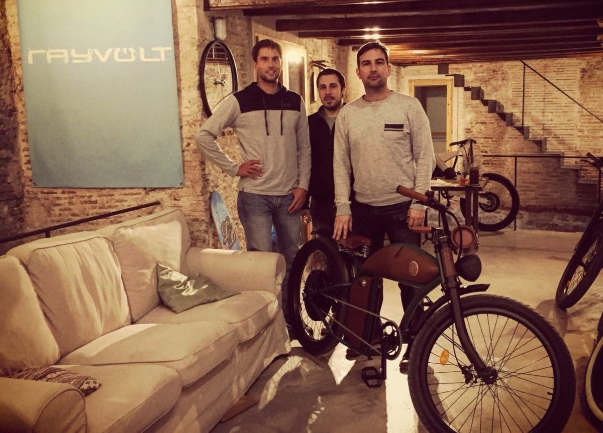 Rayvolt Cruzer e-Bike Team