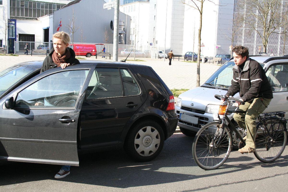 forsa Studie Radfahren Gefahren Helm VA_04_offene_Autotuer_(c)_ADFC,_Norgand_Schwarzlose,