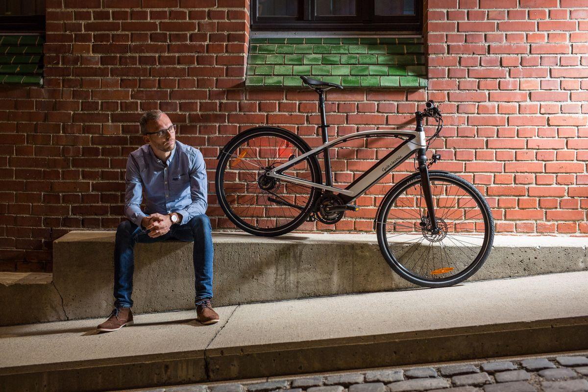 Cycle Electric KOMSA CycleE Milos e-Bike mit Schatten