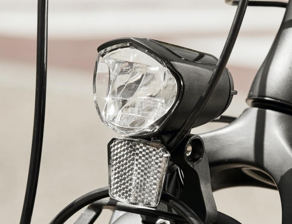 70 Lux LED Strahler am Aldi E-Bike - eBikeNews