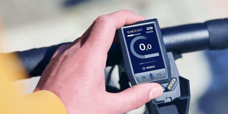 Das Entfernen des Kiox-Displays wird mit einem Geräusch vergleichbar mit der Zentralverriegelung eines Autos bestätigt.