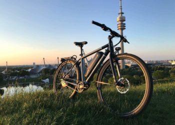 Electrolyte Dauerläufer S6E vor dem Münchner Olympiaturm