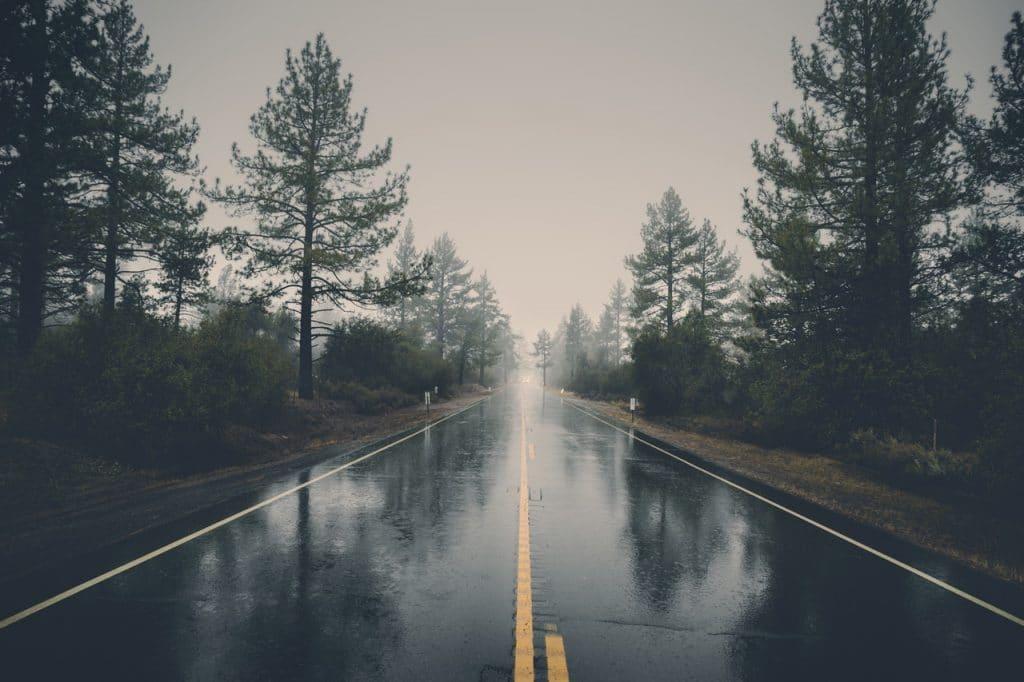 feuchte und verregnete Straße - ebike-news
