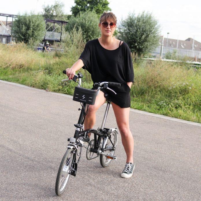 Das Swytch E-Bike Kit an einem Brompton Faltrad (Foto: Swytch Bike)