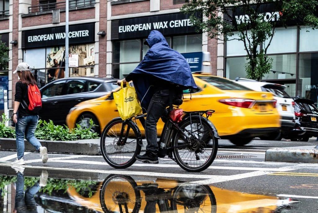 Regenkleidung Fahrrad: Regenschutz mit Poncho - eBikeNews