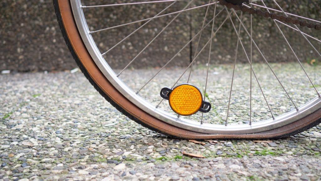 Platter Reifen unterwegs: hier hilft eine Handpumpe - eBikeNews