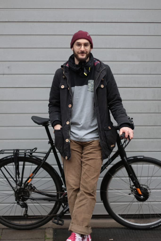 Hövding 3 im Test auf dem Fahrrad - eBikeNews