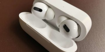 Apple AirPods Pro in der Ladehülle (Detailansicht)