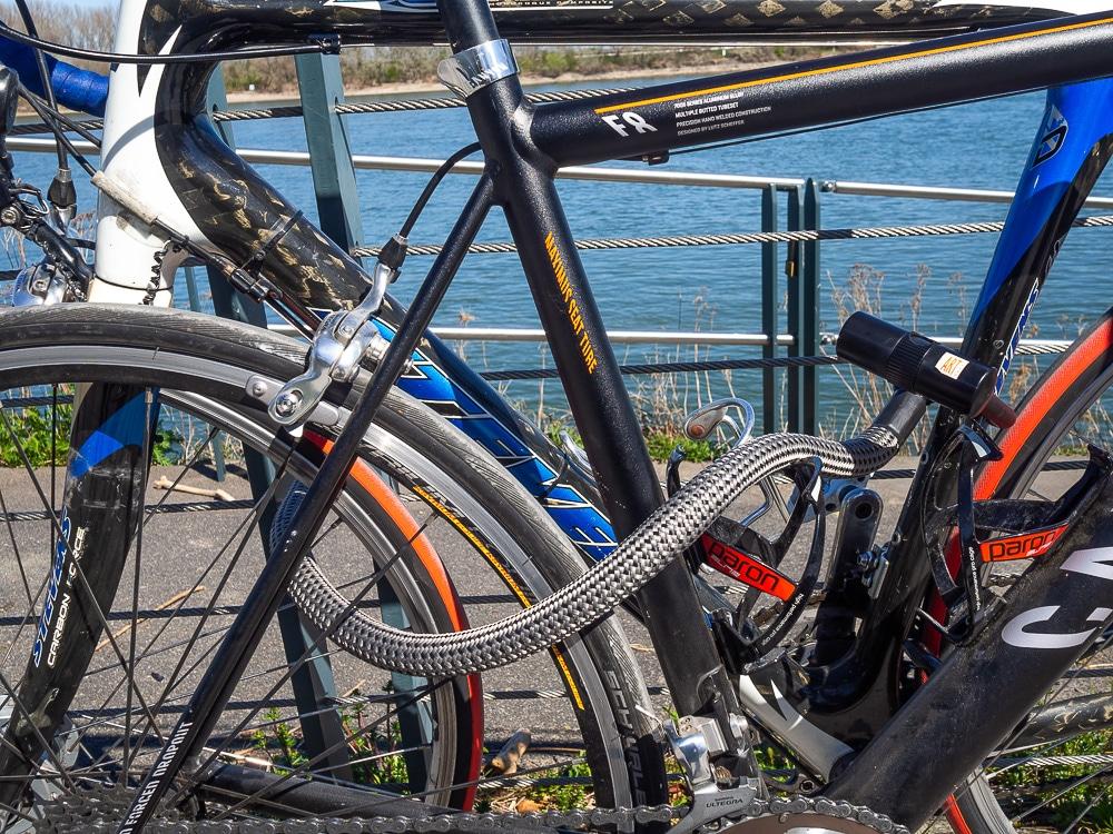 Zwei Fahrräder im Tex-Lock Test - eBikeNews