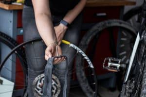 So wechselst du den Reifen am E-Bike oder Pedelec -Schlauch austauschen