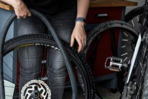 Schlauch austauschen beim E-Bike oder Pedelec - der große Reifenwechsel Ratgeber mit Anleitung