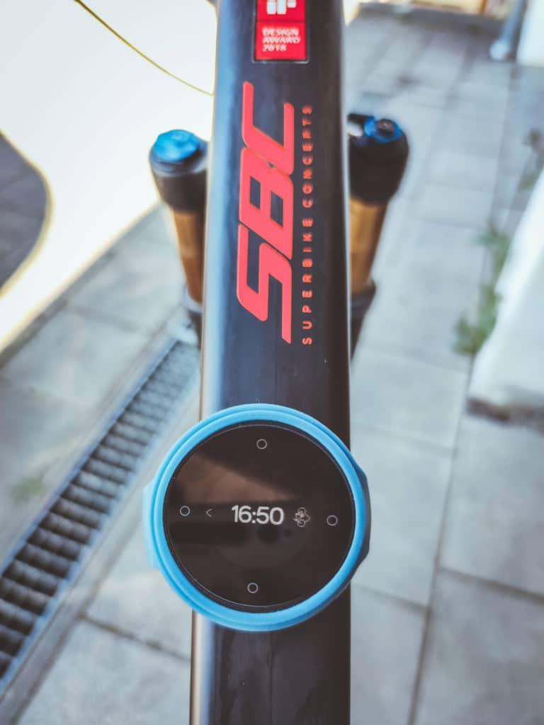 Beeline smarter Kompass und Fahrradnavi für E-Bikes - Halterung aus Silikon im Test und Erfahrungsbericht