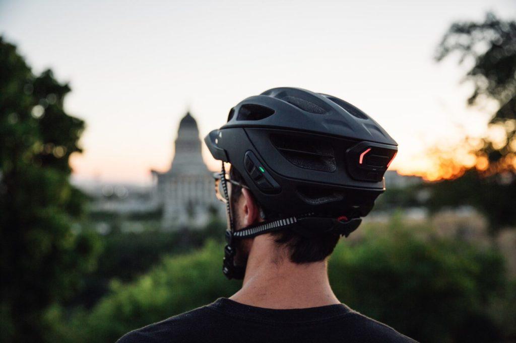 Sena R1 Evo: Fahrradhelm mit neuem Mesh-Funksystem - eBikeNews